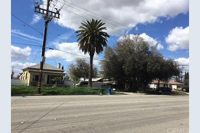 1367 S Towne Avenue - Photo 1
