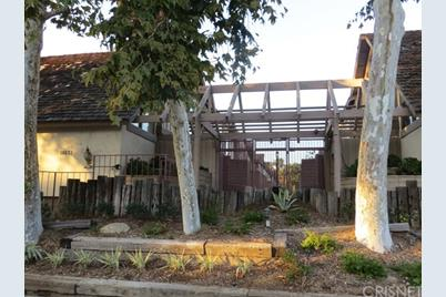 18631 Collins Street #10, Tarzana, CA 91356