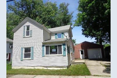 233 E Wright Avenue - Photo 1