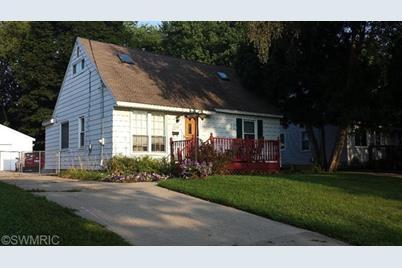 1539 Houseman Avenue - Photo 1