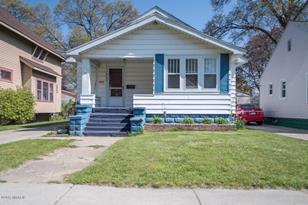 2260 Morton Avenue - Photo 1