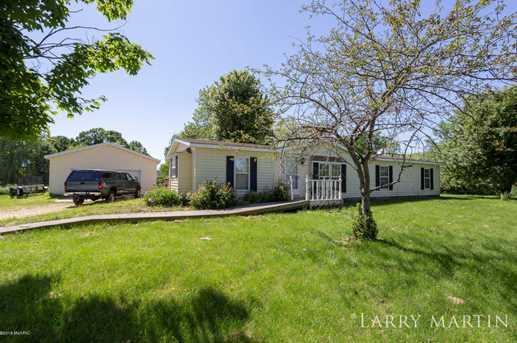 555 32nd Ave - Photo 1