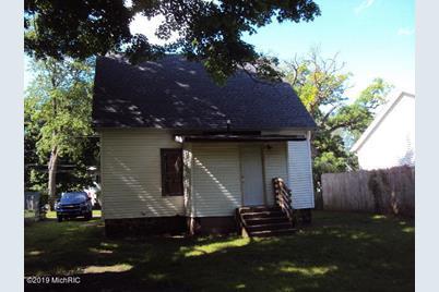414 E Division Street - Photo 1