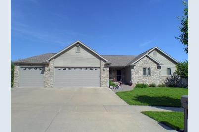824  Olympic Dr - Photo 1