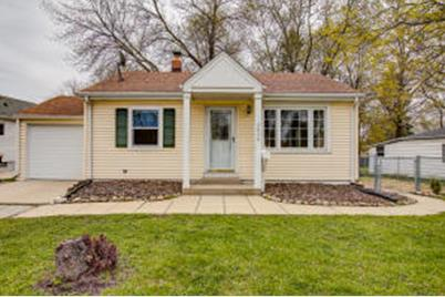 Amazing 2630 S 75Th St West Allis Wi 53219 Home Interior And Landscaping Palasignezvosmurscom