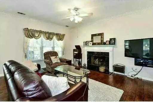 2271 Orleans Avenue - Photo 2