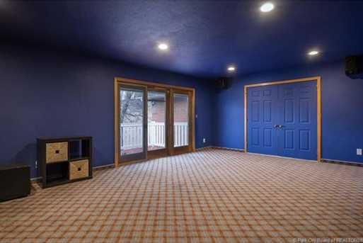 1075 N Valley Drive - Photo 32
