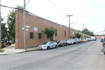 1371 Seabury Avenue - Photo 1