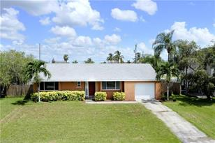 1011 SW 48th Ter - Photo 1