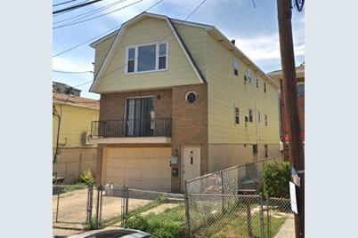 253 Webster Ave - Photo 1
