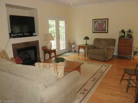 1068 Meadowlands Drive - Photo 4