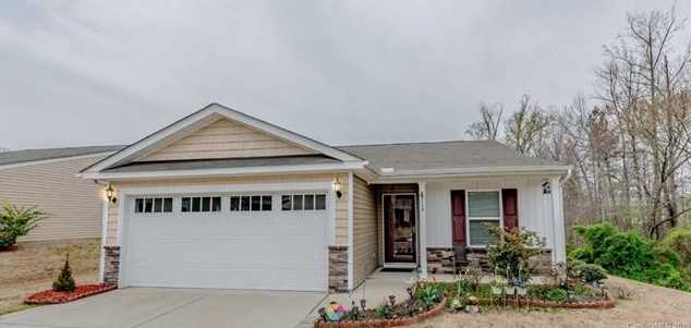 749 Willow Creek Dr - Photo 1