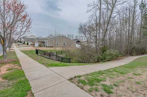 749 Willow Creek Dr - Photo 4