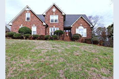 723 Foxwood Drive - Photo 1