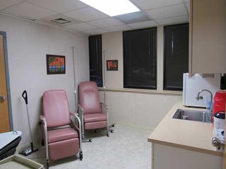 410 University Parkway Suite 1400 - Photo 8