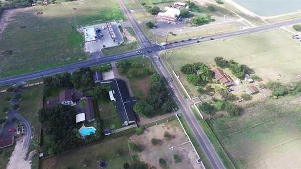 2401 E 5 Mile Rd - Photo 4