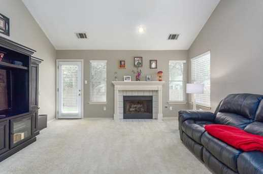 2304  Macaw Dr - Photo 8