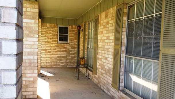 1102 N Austin Ave - Photo 2