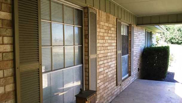 1102 N Austin Ave - Photo 4
