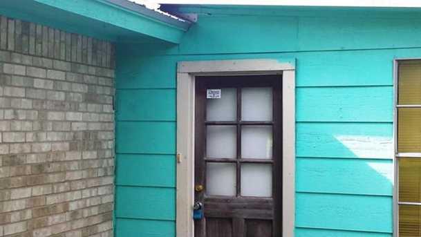 1102 N Austin Ave - Photo 18