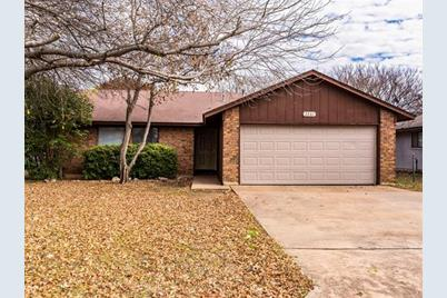 2201  Winchester Dr - Photo 1