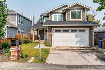 1035 Sierra Ave - Photo 1