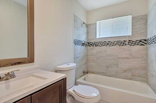 8914 Valley Hollow Drive - Photo 14