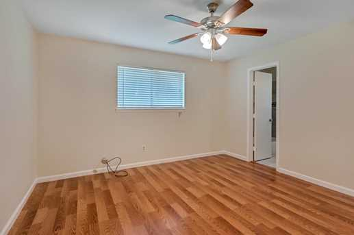 8914 Valley Hollow Drive - Photo 12
