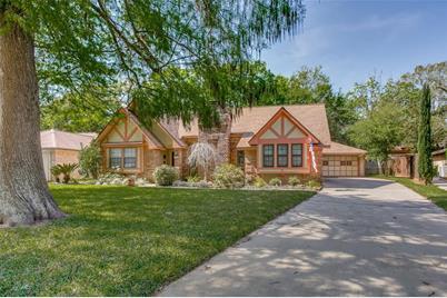 127 Spanish Moss Lane, Lake Jackson, TX 77566