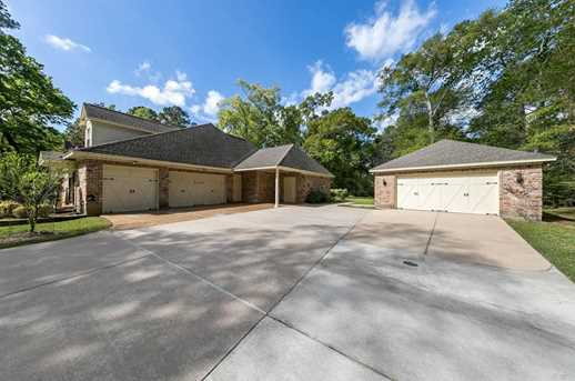 10900 Lake Forest Drive - Photo 34