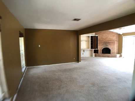 386 Connaught Way - Photo 6