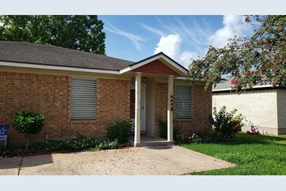 12209 11th Street, Santa Fe, TX 77510