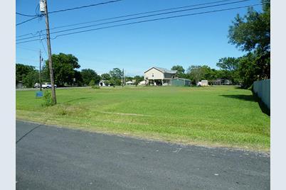 715 E Bayshore Drive - Photo 1