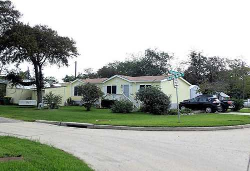 2431 Bay Oaks Harbor - Photo 2