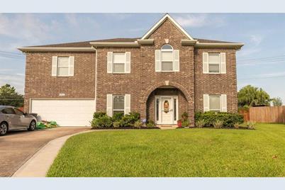3925 Oak Wood Drive N, Pearland, TX 77581