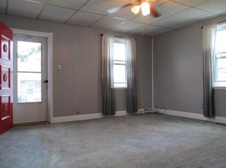 285 4th Ave - Photo 4