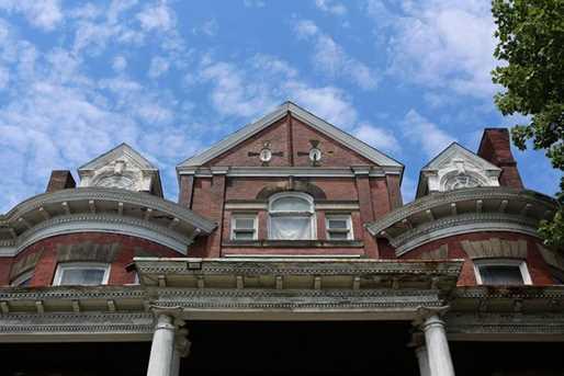 150 Stratford Ave - Photo 2