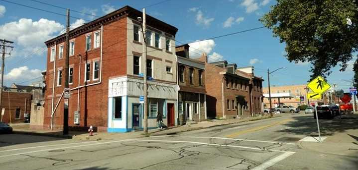 901 East Carson - Photo 2