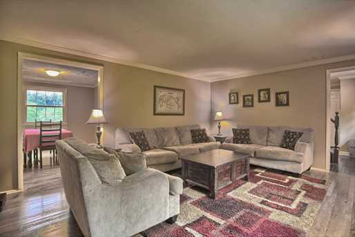 1808 Sillview Drive - Photo 4