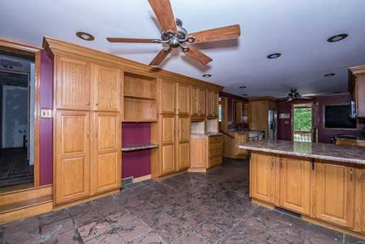 2124 Middle Rd - Photo 6