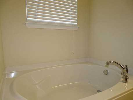 1163 Bayberry Dr - Photo 16