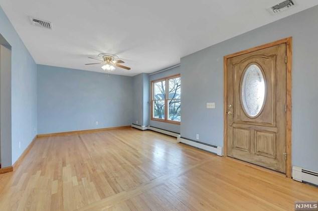 14 Pleasant View Terrace, Wallington, NJ 07057