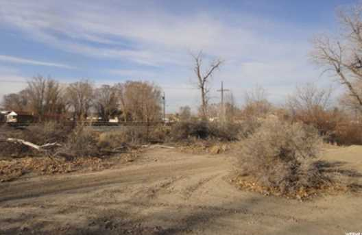 320 S US Hwy 6 - Photo 1