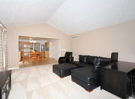1370 Cairns Ct - Photo 6
