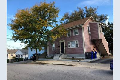 131 Perry St - Photo 1