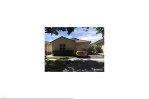 866 SW 180th Ter - Photo 1
