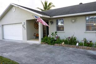 261 SW 34th Ave - Photo 1