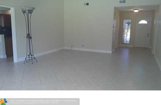 1535 SW 1st Ave - Photo 2