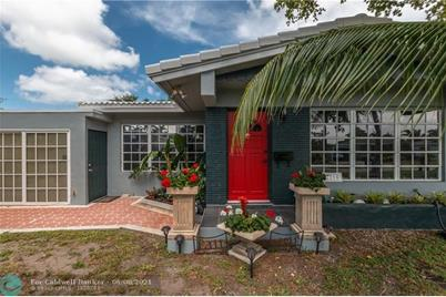 2216 NW 4th Ave - Photo 1