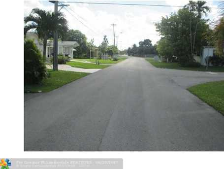4301 Nw 45Th Ter - Photo 2